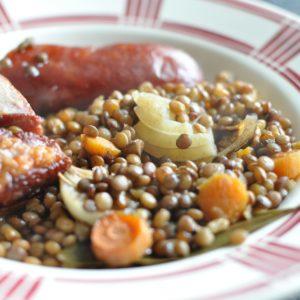 Saucisse aux lentilles au four (photo)